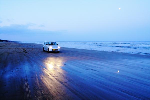 夜明け前の千里浜なぎさ道路